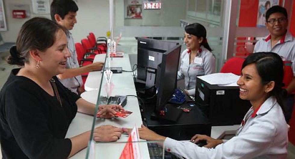 Mujer gana espacio en mercado laboral bancario