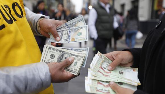 El dólar ganó atractivo como activo de refugio en medio de los cuestionamientos a funcionarios públicos tras conocerse una vacunación en privado. (Foto: GEC)