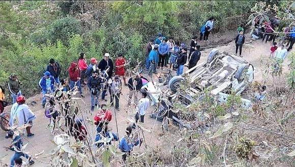 Una mujer muere al volcarse una combi en la sierra de Piura