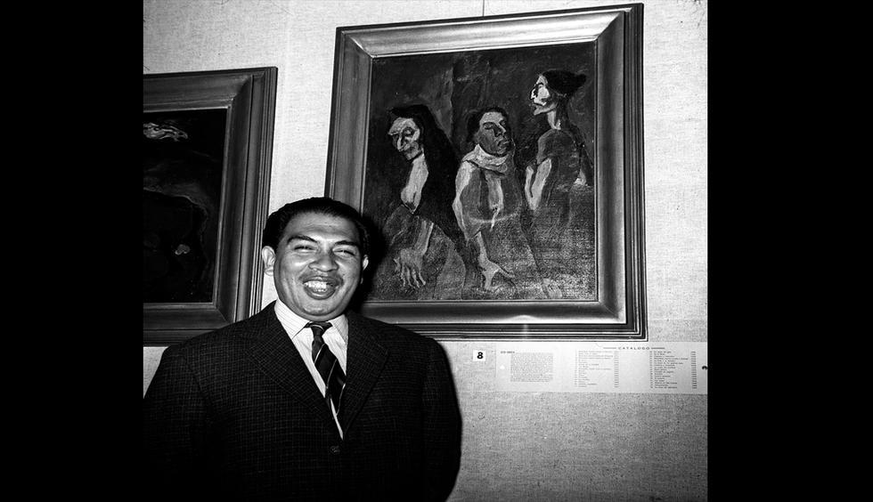 Víctor Humareda exponiendo sus obras en la galería de arte de la Universidad Mayor de San Marcos. Lima 31/05/1960. (GEC Archivo Histórico)