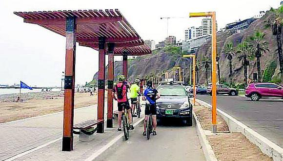 Costa Verde: Sancionan a policía que se estacionó en ciclovía