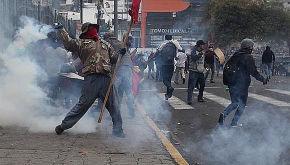 Ecuador: Presidente Moreno cambia sede de gobierno y decreta toque de queda ante caos social (VIDEO)