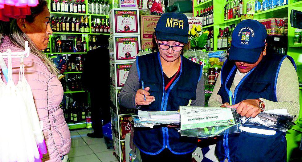 Hallan coca, caña y cigarros sin registro y vencidos e incautan 60 mil en productos