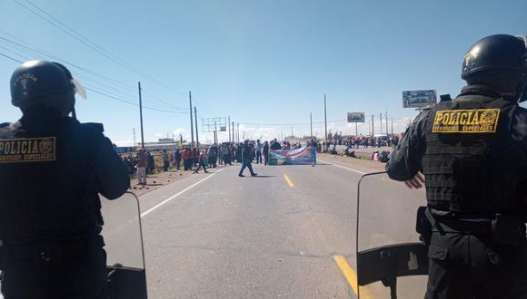 Huelguitas toman carreteras entre Puno y Juliaca. Foto: Feliciano Gutierrez