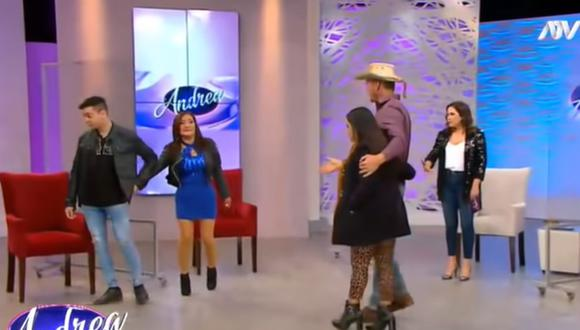 "'Flor de Huaraz' deja con la mano extendida al 'Gringo Karl' en el programa ""Andrea"". (Foto: Captura de video)"