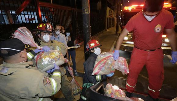 Reparto de canastas de víveres están destinadas a familias vulnerables afectadas por el estado de emergencia nacional para frenar el coronavirus. (Foto: César Zamalloa/GEC)