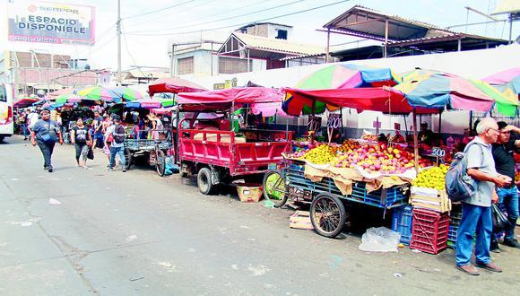 Vendedores ambulantes invaden los alrededores del Mercado Zonal Palermo