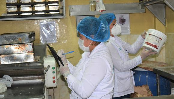 Clausuran panadería en operativo municipal