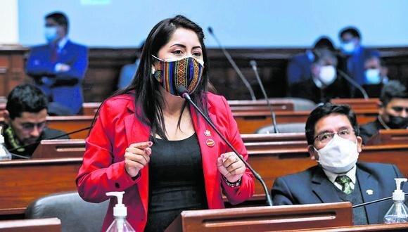 Legisladora aseguró que Vásquez no los representa porque ella no los acompañó durante la campaña.