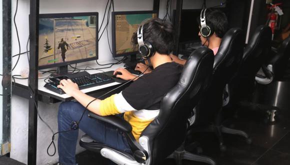 Seis delincuentes ingresaron a negocio de internet y también se llevaron equipos de cómputo (Imagen referencial)