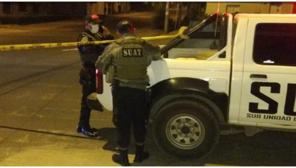 Vigilante que amenazó con su arma de fuego a dos jóvenes recibe paliza.