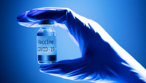 """Para Ugur Sahin, presidente ejecutivo de BioNTech, las primeras cinco u ocho compañías (en obtener la aprobación) no se interpondrán en el camino de la otra. """"Asumo que no será antes de mediados de 2021 que cada vacuna tendrá que distinguirse con un perfil específico"""", estima."""