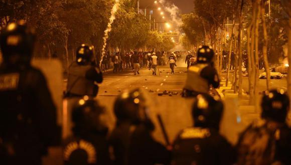 Los enfrentamientos entre los policías y los manifestantes se registraron en diversos puntos de Lima. (GEC)