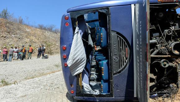 Bus de club Huracán volcó tras encuentro con Caracas