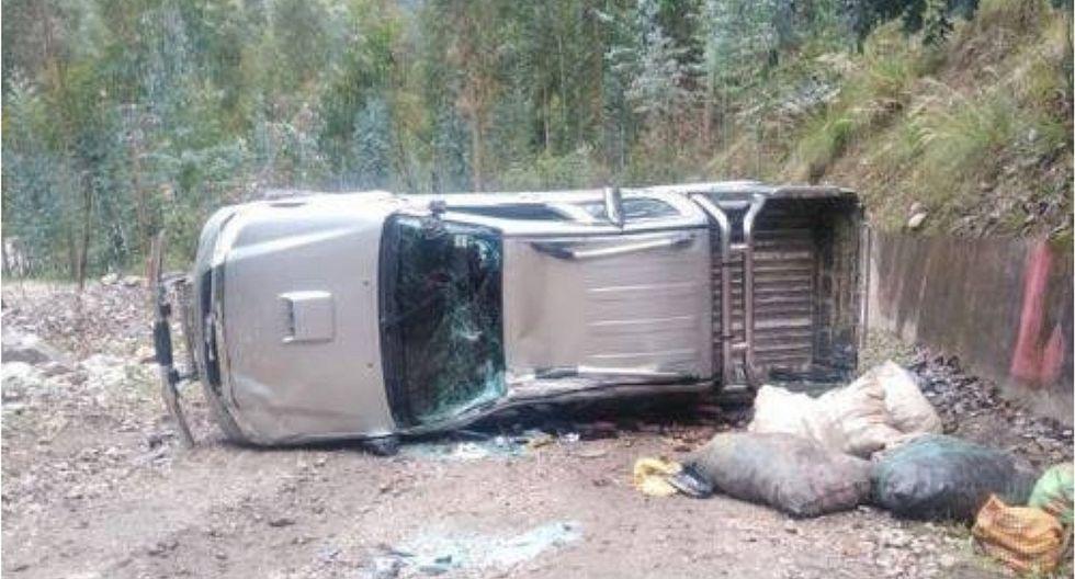 Tres muertos y cinco heridos en despiste de camioneta en Áncash