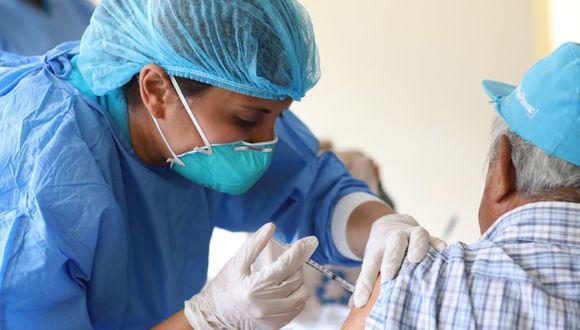 Junín: Diresa vacunará a 232 mil personas vulnerables contra el COVID-19 (Foto referencial).