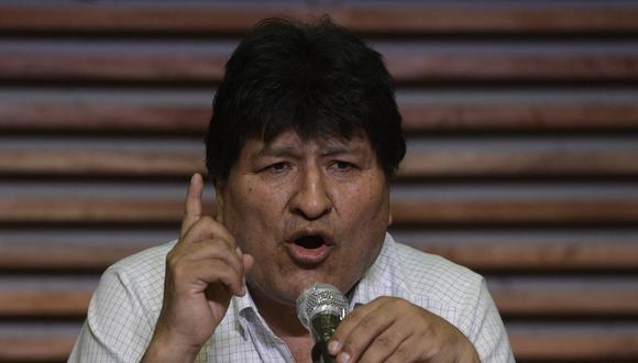 """""""Hemos perdido en Ecuador, pero ganamos en Perú en la primera vuelta"""", expresó en un evento público Evo Morales sobre la derrota de Andrés Arauz y el pase a segunda vuelta de Pedro Castillo, respectivamente. (Foto: Juan MABROMATA / AFP)"""
