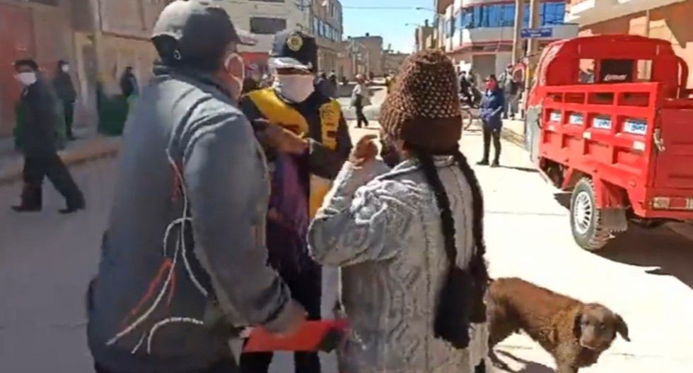 Puno: Inspectora municipal fue empujada por el chofer infractor y hasta le rompió el chaleco. (GEC)