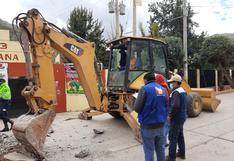 Huancavelica: Alcalde rompe veredas a y perjudica acceso a local de votación