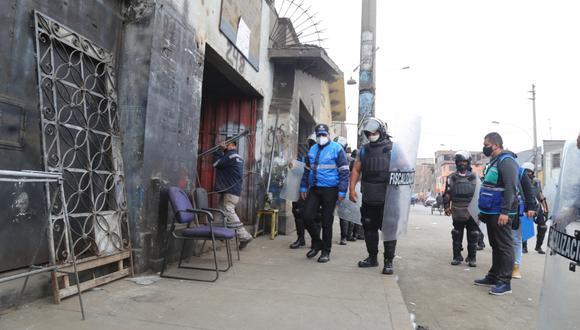 Las personas fueron retiradas de forma pacífica por los efectivos municipales, indicó la comuna. (MML)