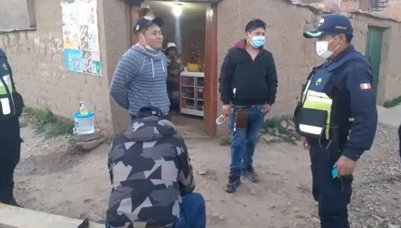 Puno: sujetos ebrios acusados de agredir a transeúnte fueron detenidos por serenazgo. (Foto: captura de pantalla)