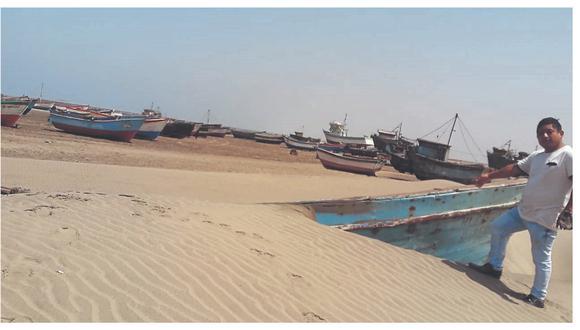 """Lanchas prácticamente están siendo """"devoradas"""" por la arena de las playas debido a que permanecen varadas hace seis meses."""