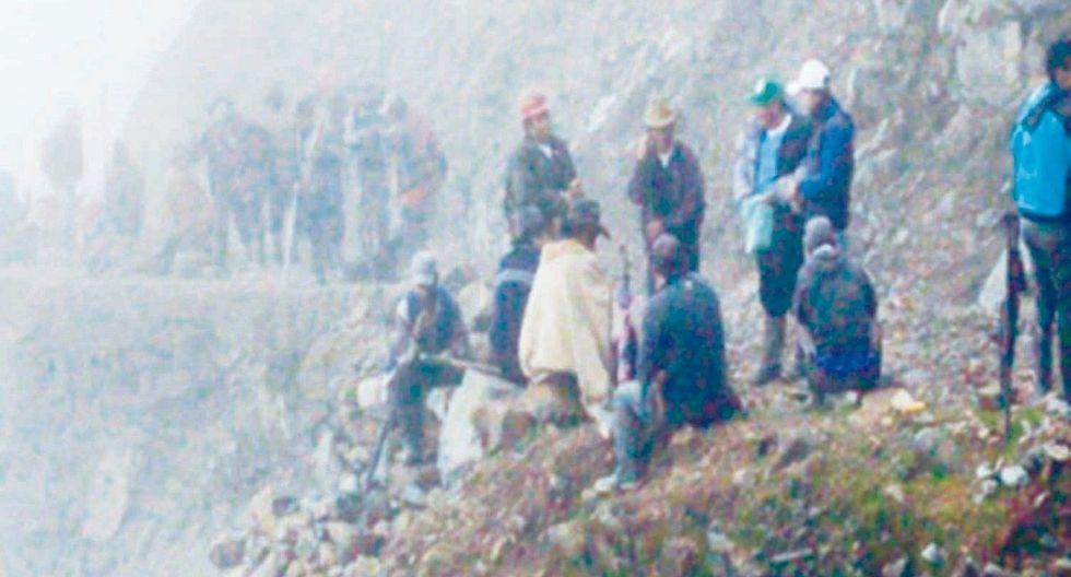Deslizamiento de cerro bloquea vía en Pallasca