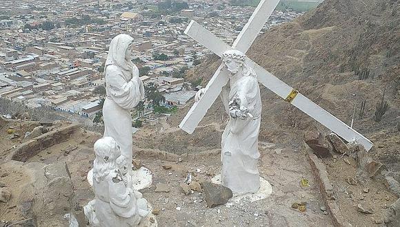 Desconocidos destruyen imágenes que representan el vía crucis de Jesús (FOTOS)