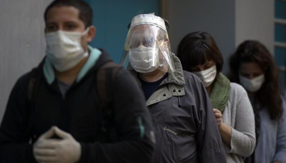 Vicedecano del Colegio Médico del Perú consideró que con uso correcto de la mascarilla se lograrán mejores resultados contra el nuevo coronavirus. (Foto: AFP)
