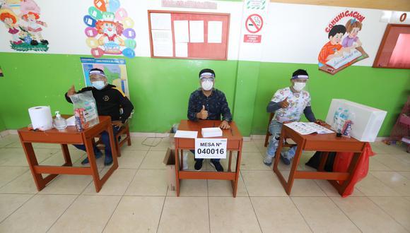 Los miembros de mesa cobrarán S/120 soles por cada jornada, en primera y segunda vuelta. Foto: Facebook @ONPEoficial