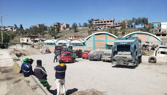 Obreros de Paucarpata paralizaron toda actividad de recojo de basura en el distrito. Foto: Omar Cruz