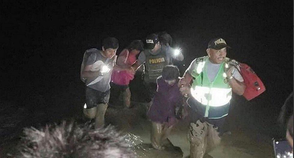 Rescataron a familia atrapada en vehículo tras huaico en Arequipa