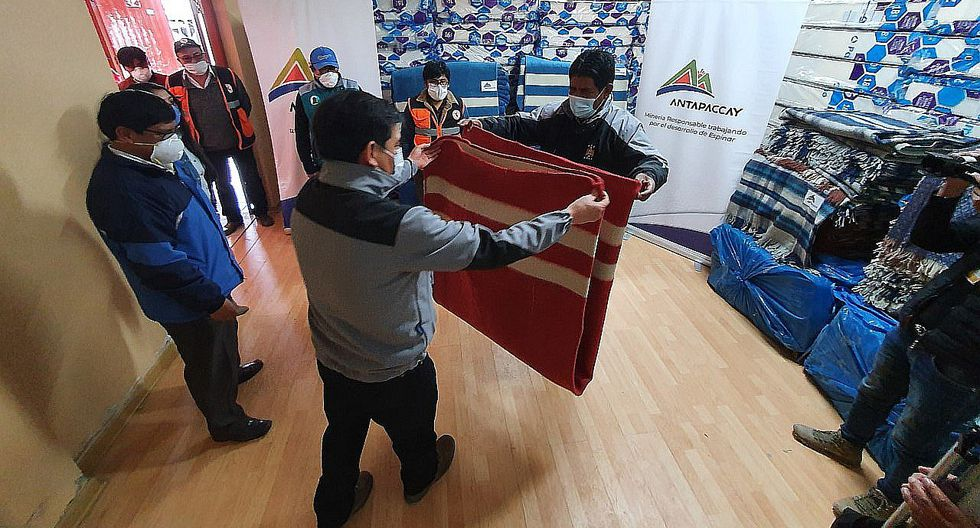 Entregan ropa de abrigo para retornantes que cumplen aislamiento en Espinar