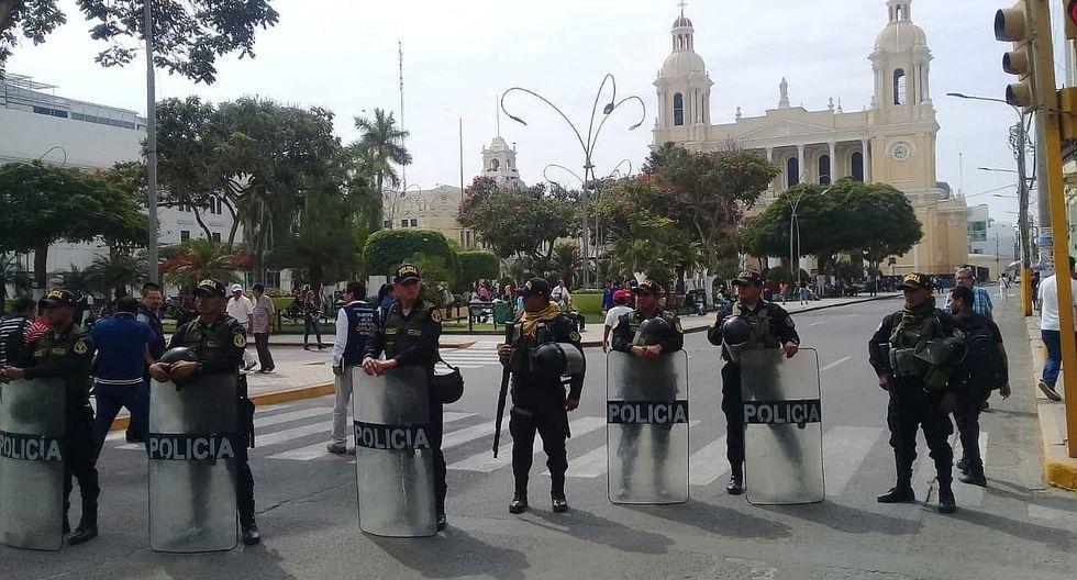 Cierran calles de acceso al parque principal de Chiclayo por marcha contra ordenanza de MPCh