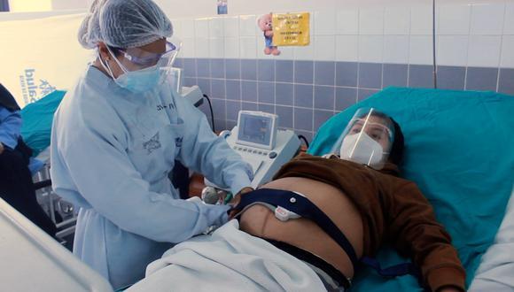 Las mujeres asisten a sus controles prenatales para que los médicos monitoreen el buen desarrollo del bebé (Foto: Essalud).