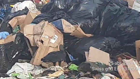 Chiclayo: PNP interviene camión de basura por contaminar arrojando media tonelada de basura hospitalaria en botadero. (Foto: PNP)