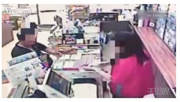 YouTube: intentó roba una tienda, pero la cajera le quitó el arma con veloz maniobra (VIDEO)