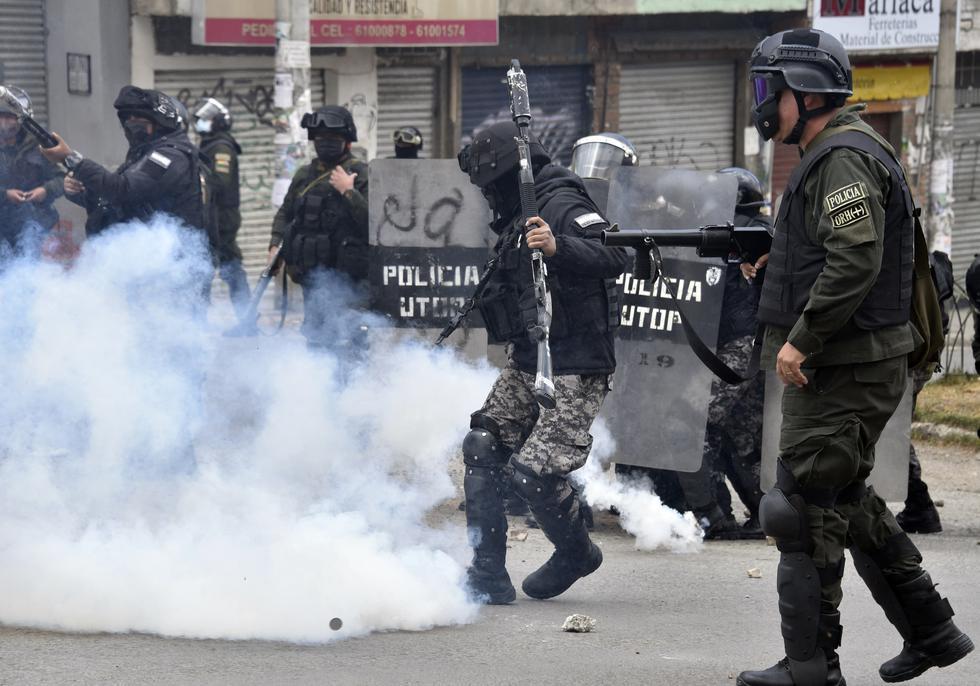 La policía de Bolivia se enfrentó con cocaleros este viernes en las calles de La Paz (foto: AIZAR RALDES / AFP)