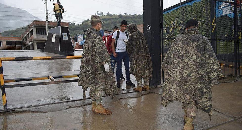 Reservistas del Ejército Peruano se presentan al llamamiento en cuartel de Yanag