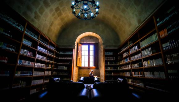 Nuestro Premio Nobel de Literatura respondió a la carta enviada por el rector Rohel Sánchez, donde manifiesta que espera que el GRA acepte su propuesta. (Foto: GORE-Arequipa)