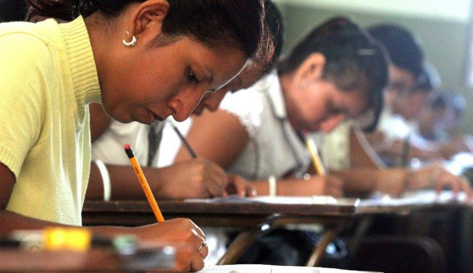 congreso-dejo-sin-efecto-ley-que-repone-a-docentes-desaprobados