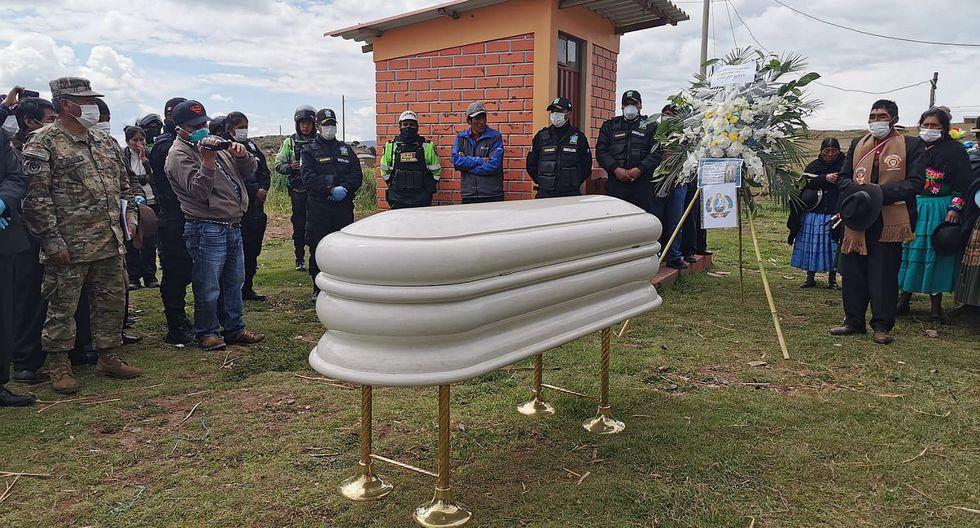 Los restos del soldado Ronald Mamani fueron enterrados ayer en Ilave, Puno. (Foto: GEC)