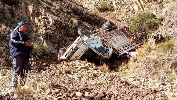 Dos fallecidos y dos heridos graves tras vuelco de camión en Cusco (FOTOS)