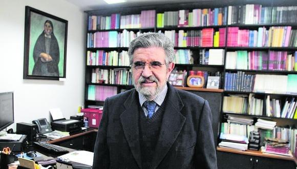 Se debe derogar ley que prohíbe reelección de autoridades y dar participación a privados porque el Estado no tiene suficientes ingresos, señala Efraín Gonzales de Olarte.