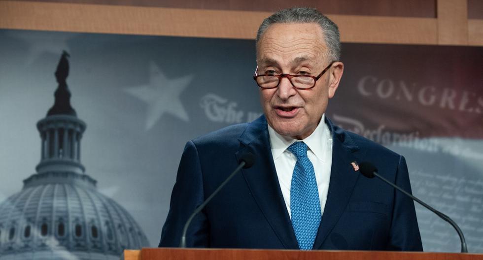 El líder de la minoría del Senado de Estados Unidos, Chuck Schumer, demócrata de Nueva York, habla durante una conferencia de prensa en el Capitolio, el 6 de enero de 2021. (SAUL LOEB / AFP).
