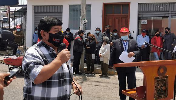 Regidor Llanqui los acusó en la Fiscalía Anticorrupción junto a 10 servidores más