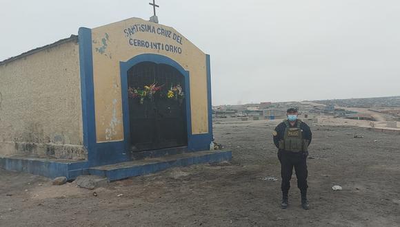 Policía se instala en la capilla para evitar la asistencia de personas por Semana Santa