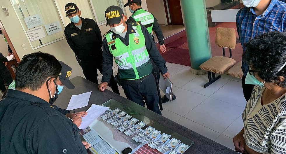 Policías devuelven mil dólares a madre que perdió los billetes en Arequipa