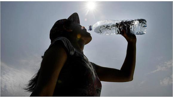 Si el agua no vence, entonces por qué tiene fecha de vencimiento