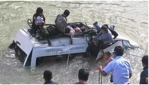 Pasajeros aterrados pedían auxilio